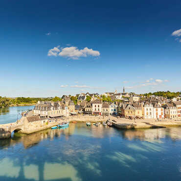 Visit the town of Auray